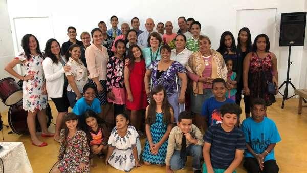 Assistência da Igreja Cristã Maranata na República Dominicana - galerias/4983/thumbs/03.jpeg