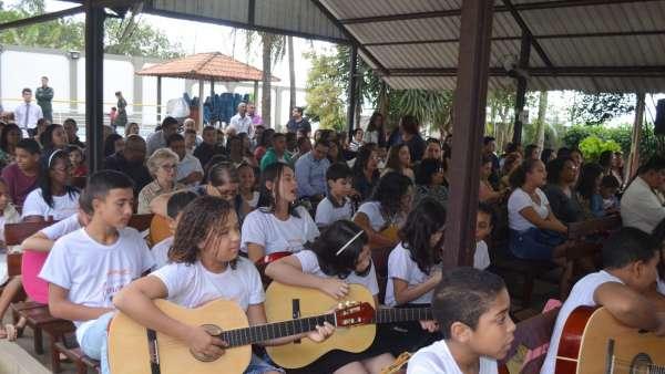 Culto de glorificação pelos 04 anos do Projeto Aprendiz na Área de Bela Aurora, Cariacica - ES - galerias/5005/thumbs/03.jpg