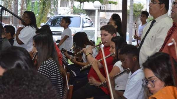 Culto de glorificação pelos 04 anos do Projeto Aprendiz na Área de Bela Aurora, Cariacica - ES - galerias/5005/thumbs/10.jpg