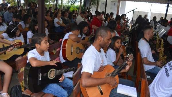 Culto de glorificação pelos 04 anos do Projeto Aprendiz na Área de Bela Aurora, Cariacica - ES - galerias/5005/thumbs/11.jpg