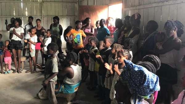 Missão África - Início da asistência em São Tomé e Príncipe - galerias/5016/thumbs/01---cópia.jpeg