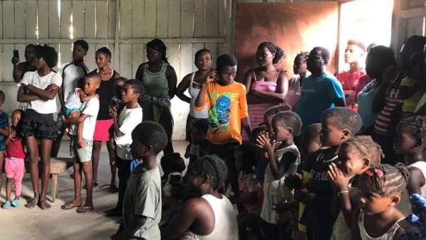 Missão África - Início da asistência em São Tomé e Príncipe - galerias/5016/thumbs/02---cópia.jpeg