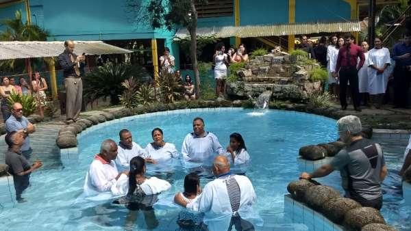 Batismos - Outubro de 2019 - galerias/5028/thumbs/20.jpg