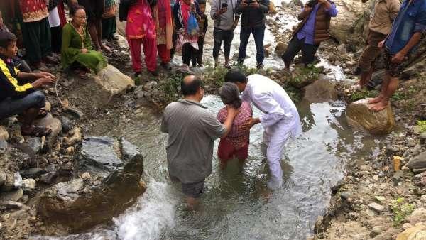 Batismo no Nepal - Obra no exterior - galerias/5041/thumbs/01.jpg
