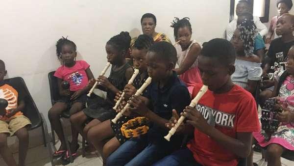 Seminários da Igreja Cristã Maranata em Angola e Moçambique - galerias/5052/thumbs/28---cias-tocando.jpeg