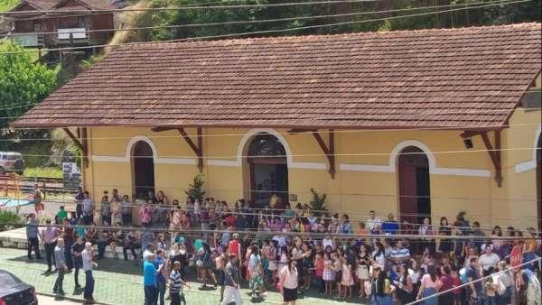 Evangelização na Estação Ferroviária de Marechal Floriano, ES - galerias/5065/thumbs/02.jpeg