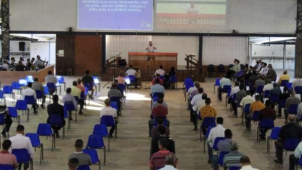 Reunião de obreiros, diáconos e pastores no Maanaim de Terra Vermelha, Vila Velha, ES - galerias/5081/thumbs/02.jpg