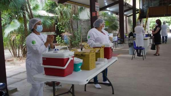 Vacinação contra Covid-19 e Influenza no Maanaim da Rodoviária, em Vitória ES - galerias/5093/thumbs/08.jpg