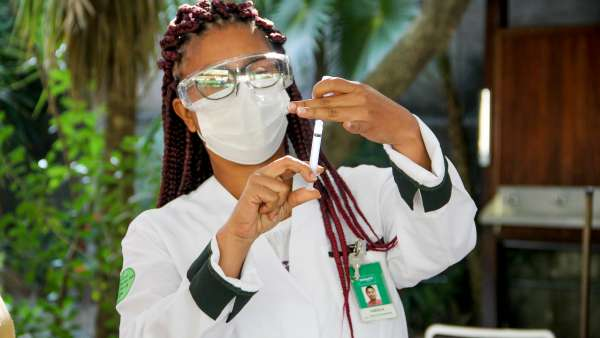 Vacinação contra Covid-19 e Influenza no Maanaim da Rodoviária, em Vitória ES - galerias/5093/thumbs/10.jpg