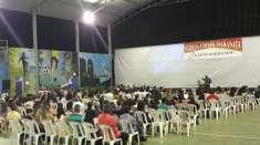 Culto evangelístico em Goiabeira, MG, envolve os jovens de forma especial