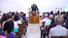 Igreja Cristã Maranata em Cariacica, ES, convida vizinhança para um culto especial