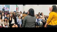 Classes de crianças a adolescentes no exterior participam do seminário de março