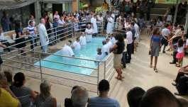 Igrejas Cristã Maranata realizam cultos de batismo  - 0-36a0c.jpg