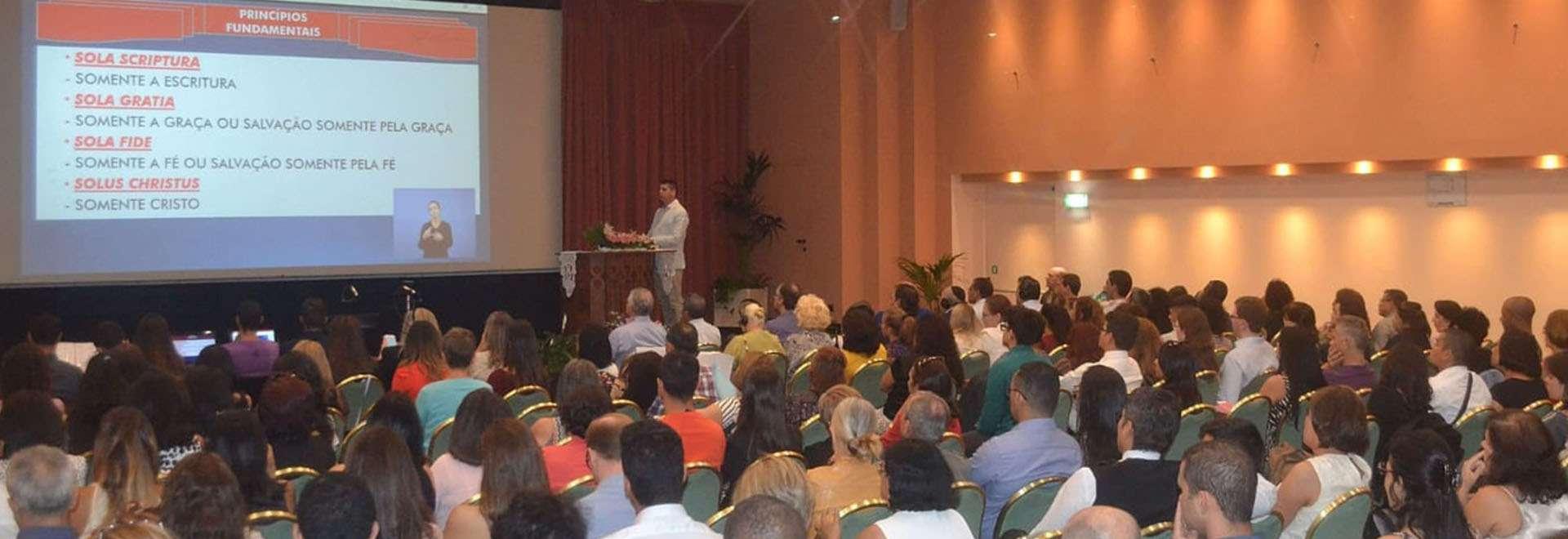 Seminário é realizado em Milão, Itália