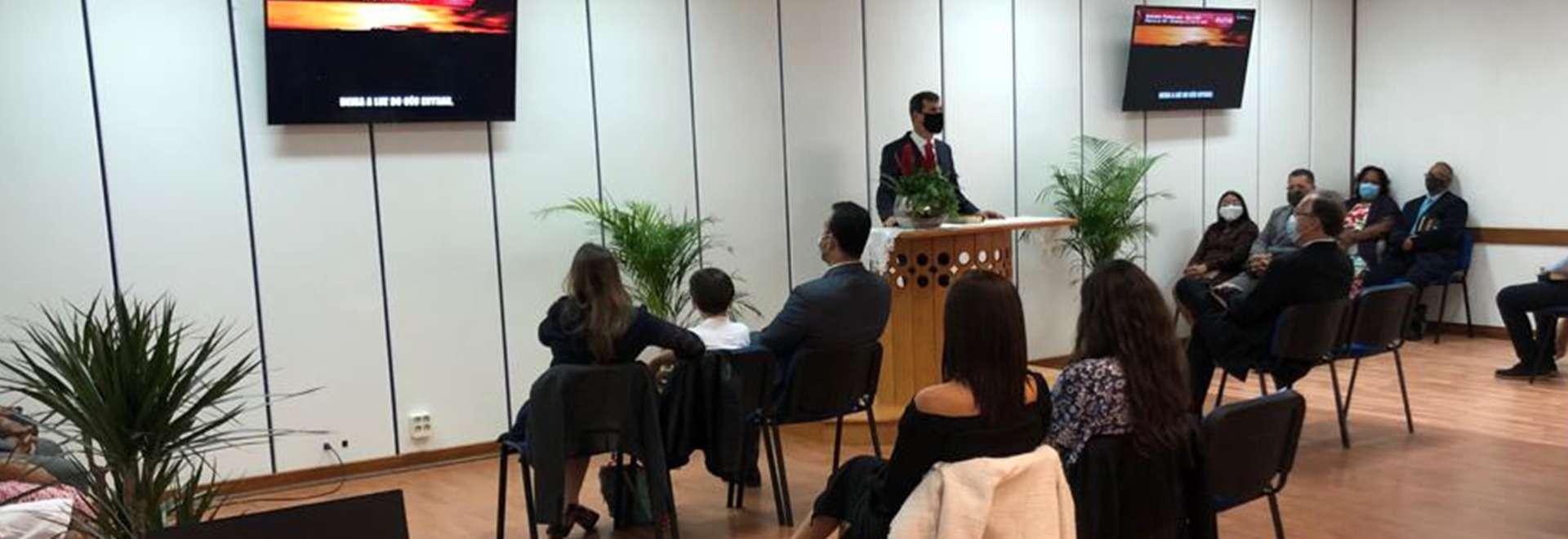 Retorno dos cultos em Portugal é marcado pela consagração de mais um templo