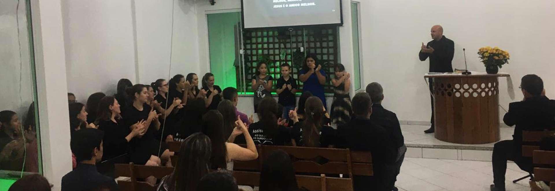 Igreja Cristã Maranata em Passo Fundo, RS, realiza culto voltado para surdos