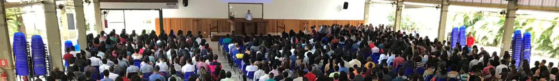 Jovens da Igreja Cristã Maranata participam de seminários especiais