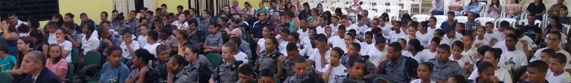 Alunos da Guarda Mirim de Machadinho d'Oeste, RO, participam de culto a Deus