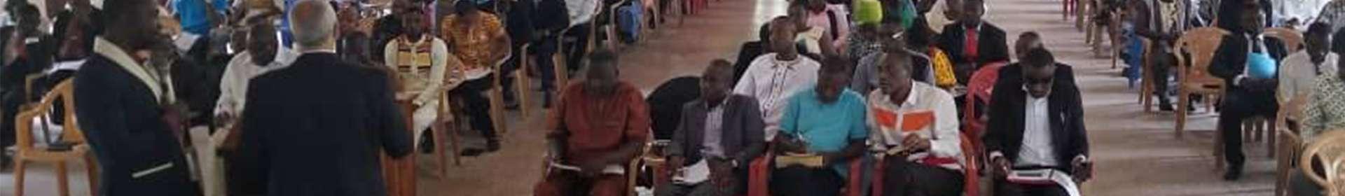 Trabalho de assistência é realizado em Gana, África