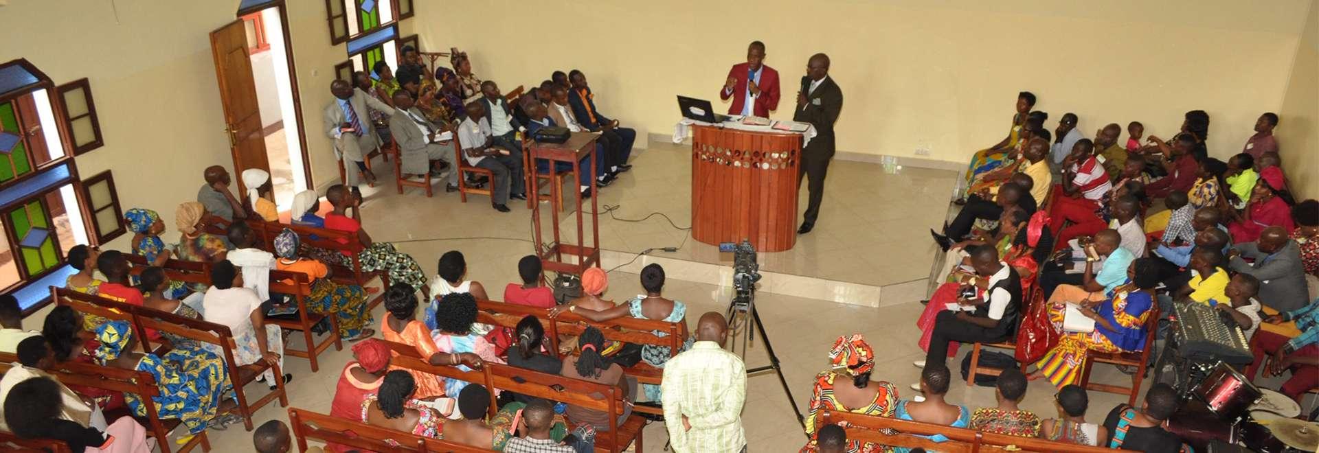 Seminário em Bujumbura, Burundi, reúne cerca de 500 participantes