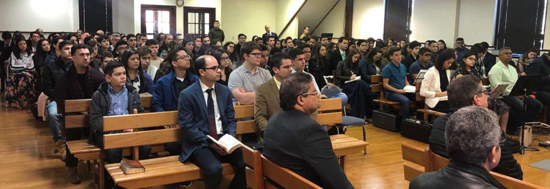 Seminário de Jovens em Connecticut, EUA, reúne cerca de 180 pessoas