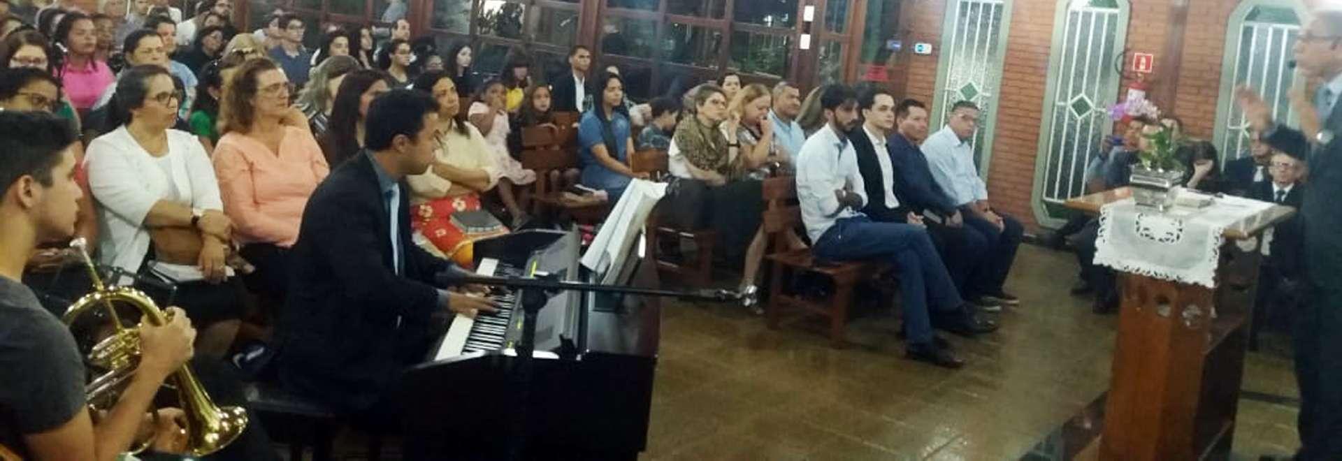 Culto em Vitória, ES, é marcante para o Projeto Aprendiz da Área de Camburi